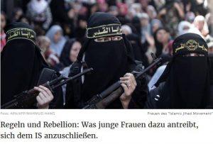 Ein Foto, das verschleierte Frauen mit Gewehren zeigt